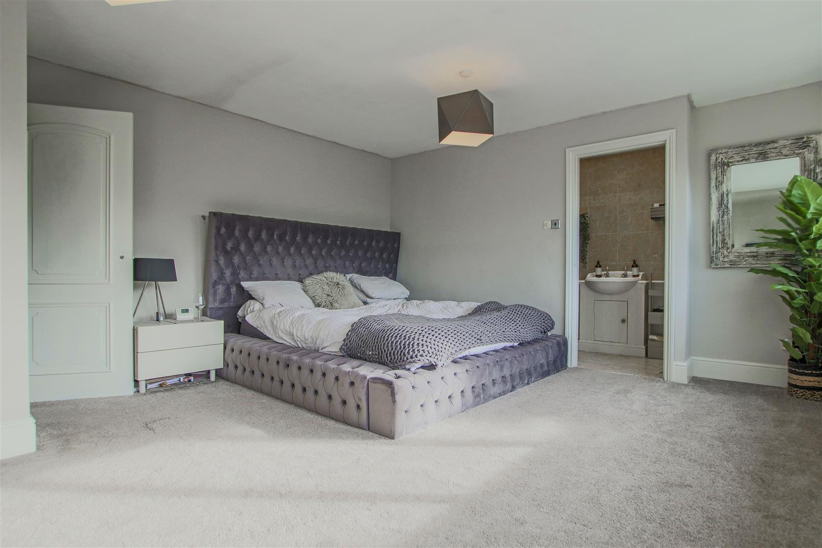 6 Bedroom Barn Conversion For Sale - 11.JPG